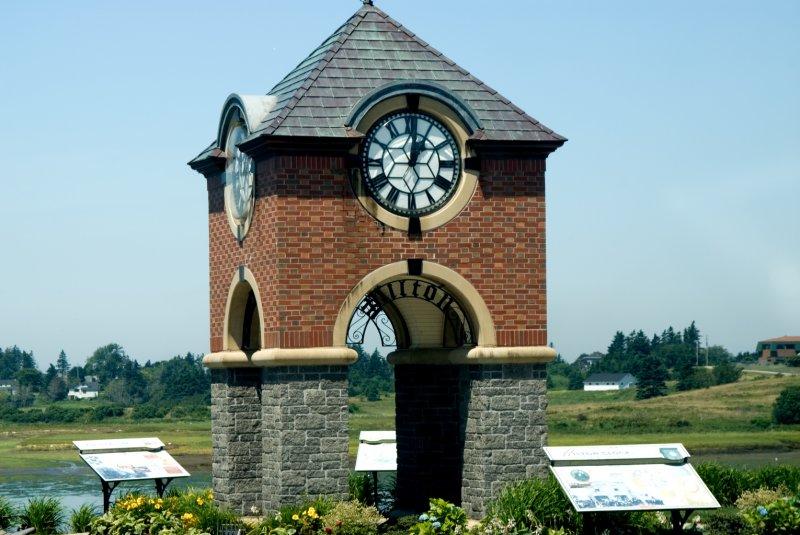 Iltons Clock Tower Yarmouth.jpg