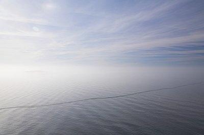 Slett ikke mye. Det er visstnok en horisont der et sted...