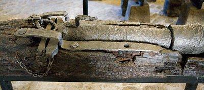 Sluttstykket på en smijernskanon, 1500-tallet.