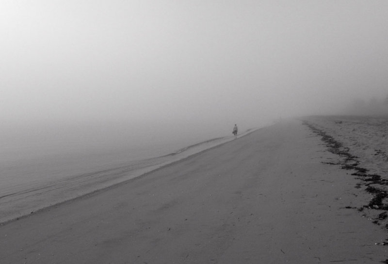 Beach walking in fog R0010809