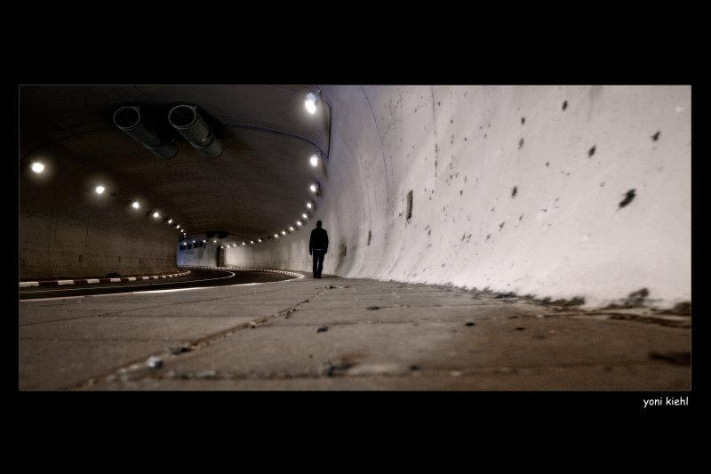 under tunnel2.jpg