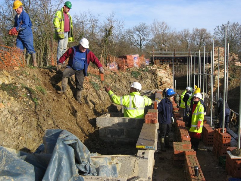 Loading out bricks using a chain gang