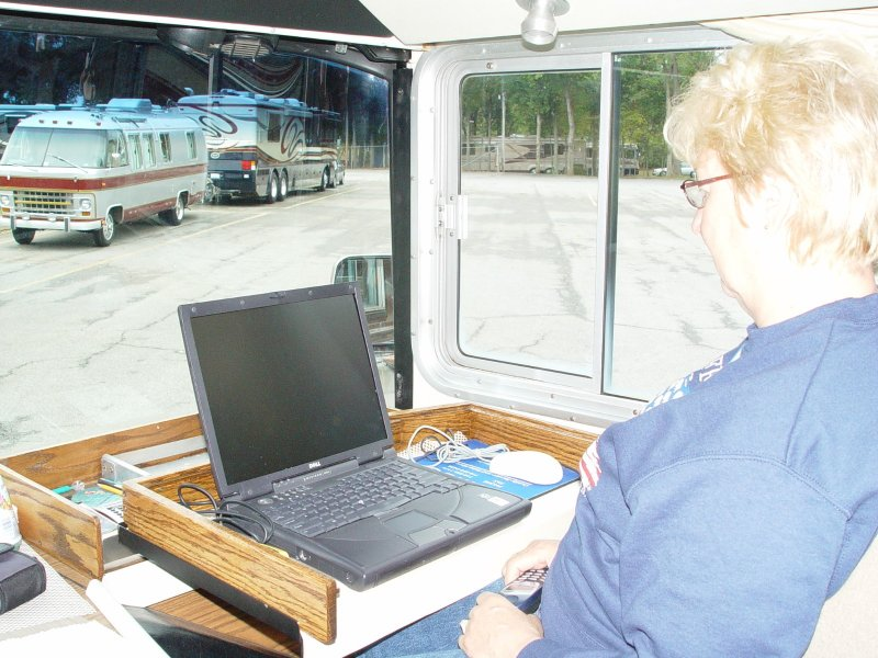 HERE CAROL PULLS THE COMPARTMENT OUT AND OPENS IT UP TO REVEAL THE LAPTOP, A REAL NEAT ADDITION.