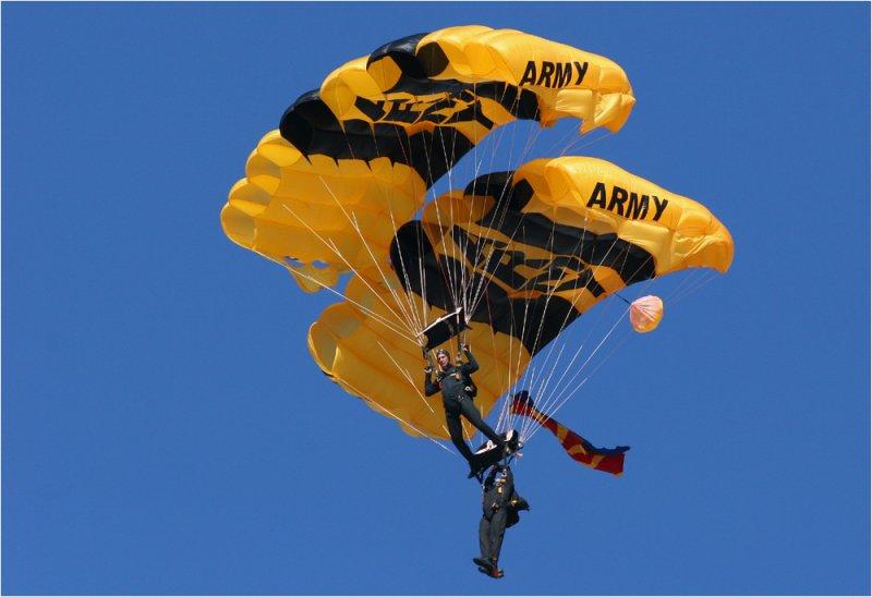U.S. Army Parachute Team Golden Knights
