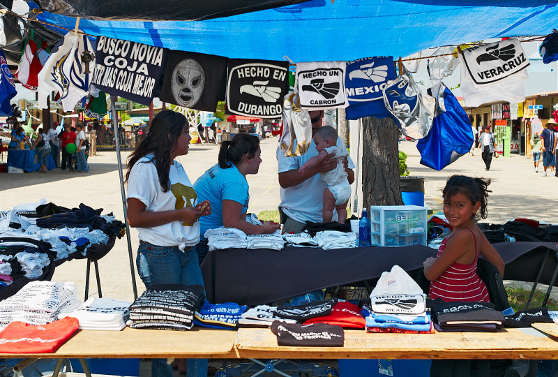 Traders Village flea market T shirt vendor 01