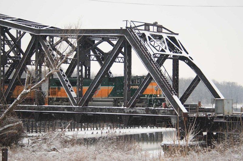 4907 Mississippi River Bridge Clinton IA.JPG
