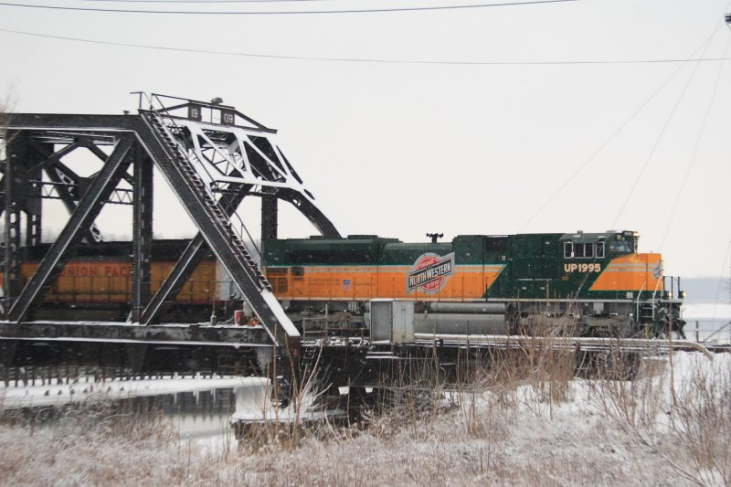4911 Mississippi River Bridge Clinton IA (Original).JPG