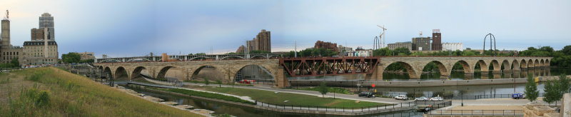 Minneapolis, MN. Arch bridge.jpg