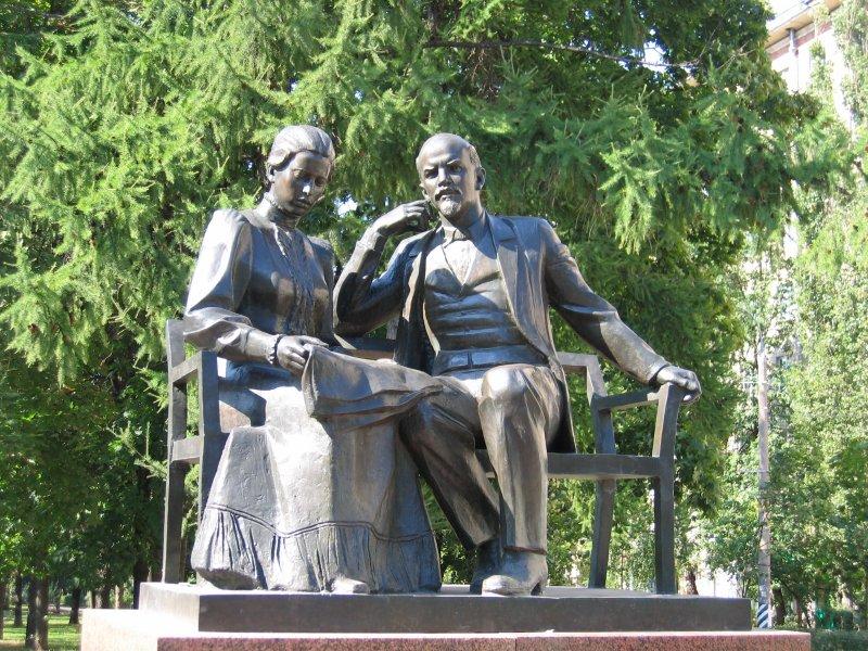 Lenin with his wife Nadezhda Krupskaya, Moscow