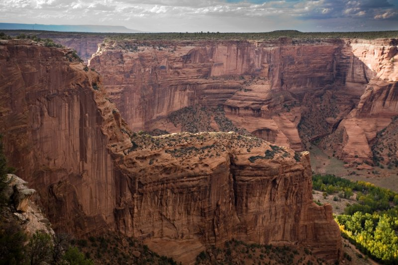 002 Canyon from a South Rim overlook_7250Cr2DriPs`0610041713.jpg
