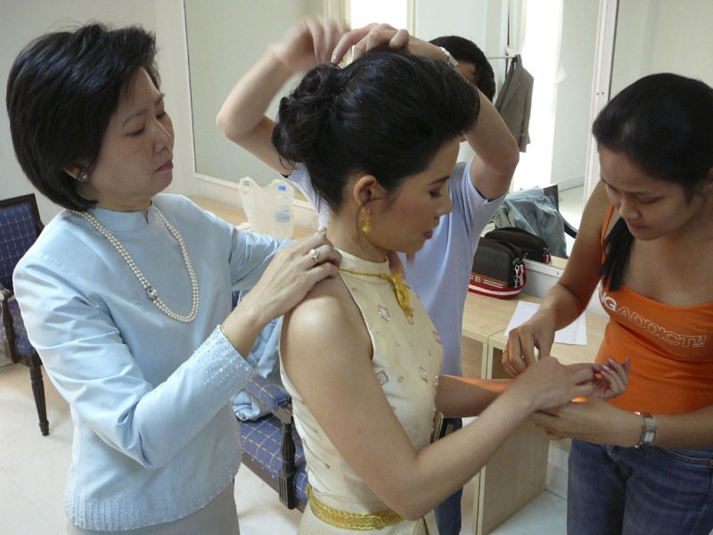 dressing up the bride - finishing touches.jpg