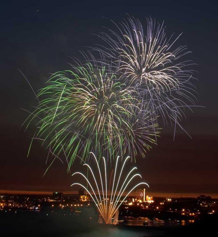 CRW_00328B.jpg Fireworks competition, Plymouth Sound - © A. Santillo 2003