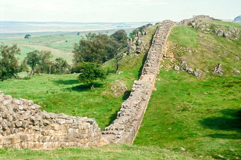 A_583_R_42-Edit.jpg Hadrians Wall Walltown Craggs - Wall - looking E towards turret 45a - © A Santillo 1993