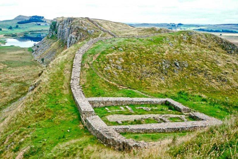 A_588_R_63-Edit.jpg Hadrians Wall Castle Nick - Milecastle 39 looking East - © A Santillo 1993