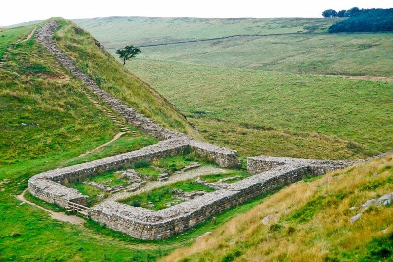 A_589_R_64-Edit.jpg Hadrians Wall Castle Nick - Milecastle 39 looking West - © A Santillo 1993