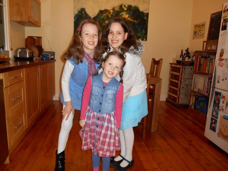 Ready for dinner out - Astrid, Saskia & Zoe