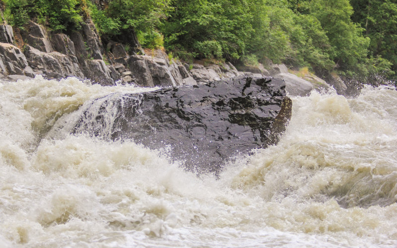 The Devil's Horn, class four wall of water on the Chulitna River