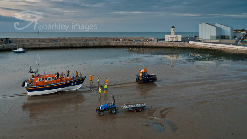 Margate Lifeboat coming ashore