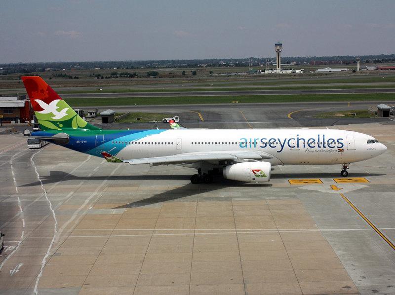 A330-200  A6-EYY