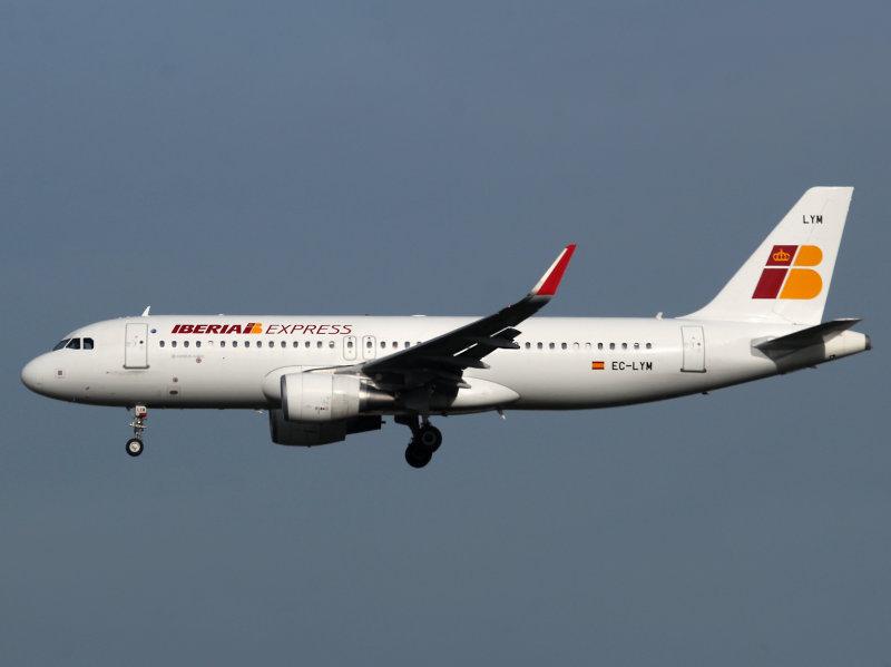 A320  EC-LYM