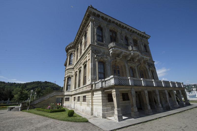 Istanbul Kucuksu Palace May 2014 8867.jpg