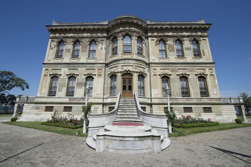 Istanbul Kucuksu Palace May 2014 8870.jpg