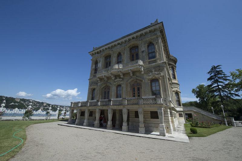 Istanbul Kucuksu Palace May 2014 8878.jpg