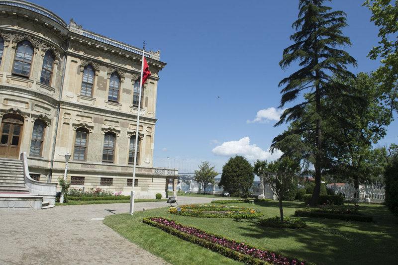 Istanbul Kucuksu Palace May 2014 8900.jpg