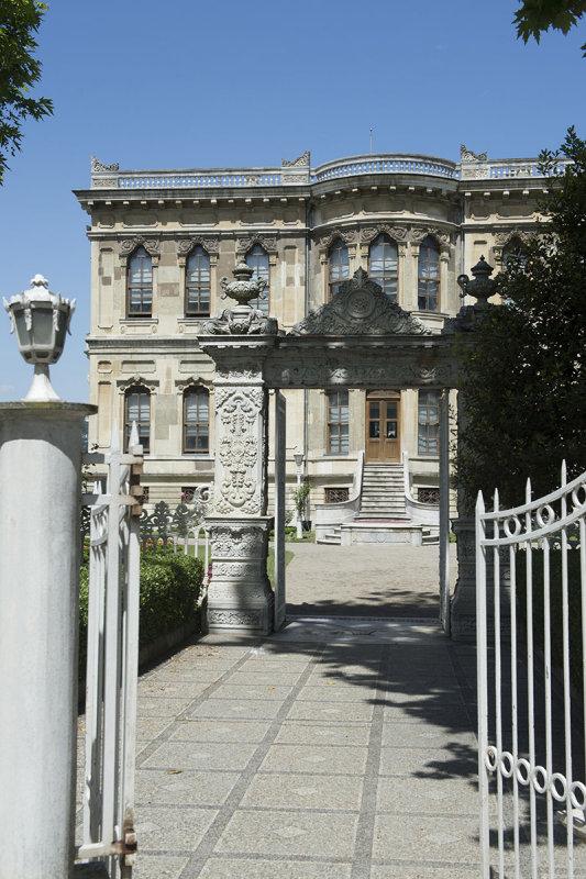 Istanbul Kucuksu Palace May 2014 8902.jpg