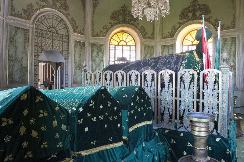 Bursa Emir Sultan Camii May 2014 7100.jpg