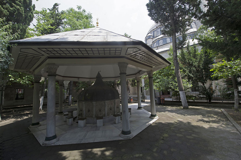 Istanbul Nisanci Mehmet Pasha mosque 2015 9289.jpg