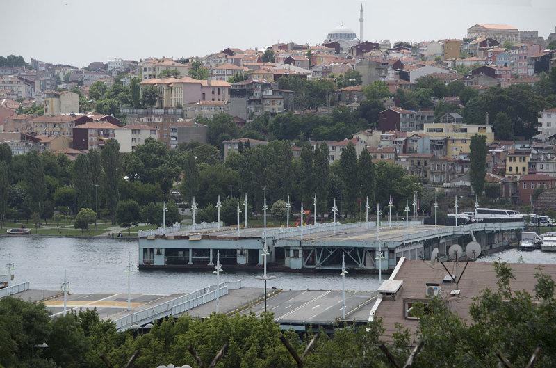 Istanbul Old Galata Brdige 2015 0518.jpg