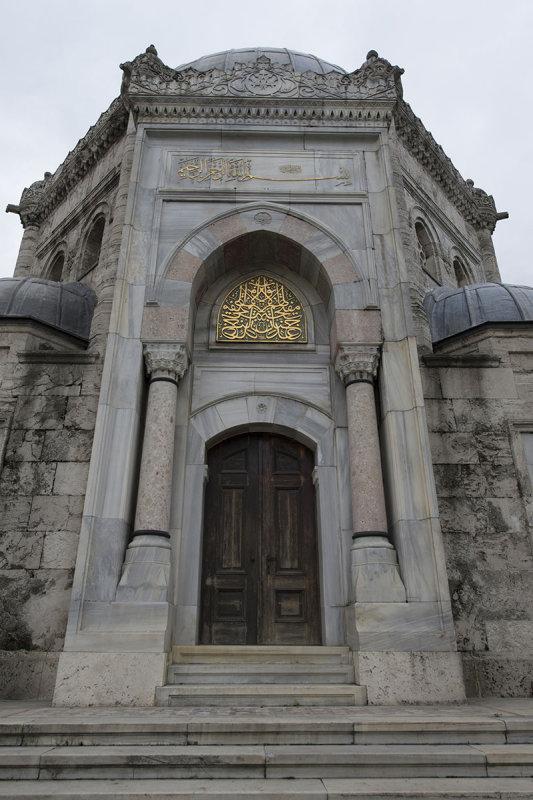Istanbul Reshat Han t�rbesi Eyup december 2015 5089.jpg