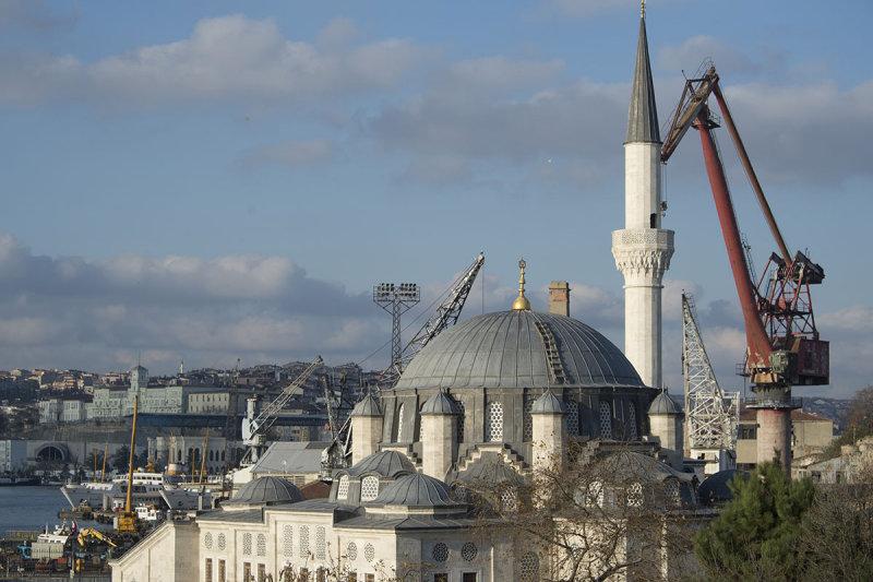 Istanbul North Board of Golden Horn december 2015 6567.jpg