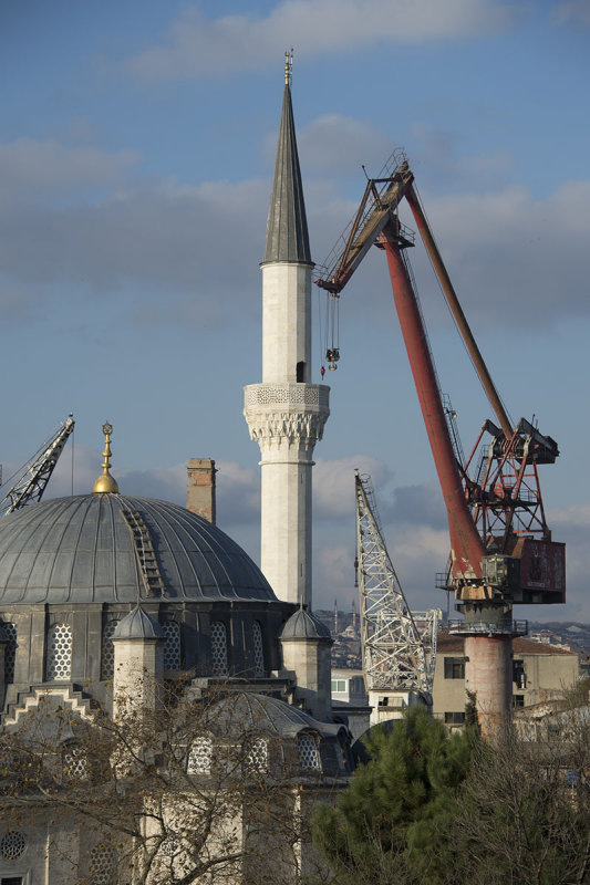 Istanbul North Board of Golden Horn december 2015 6568.jpg