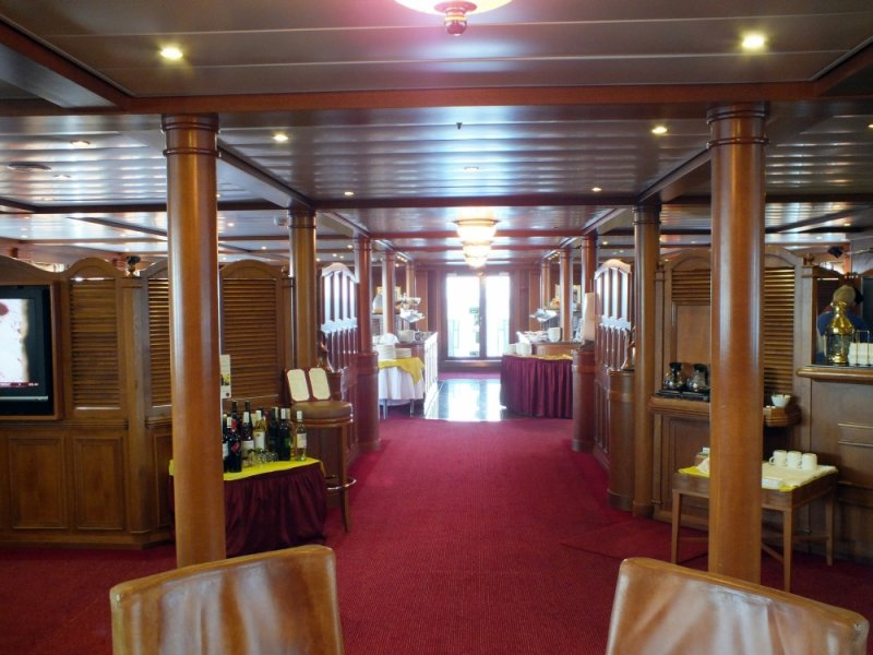 Lounge area in front, dining area in rear