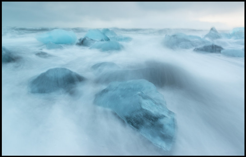 Ice wave at Icelands south-coast (and I am standing dry….)