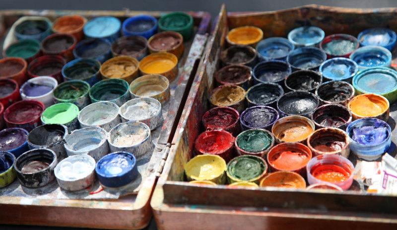 Artist at work close to the Seine