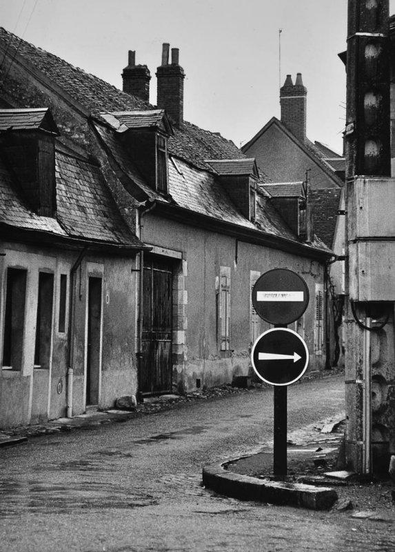 village in Bourgogne (1981)
