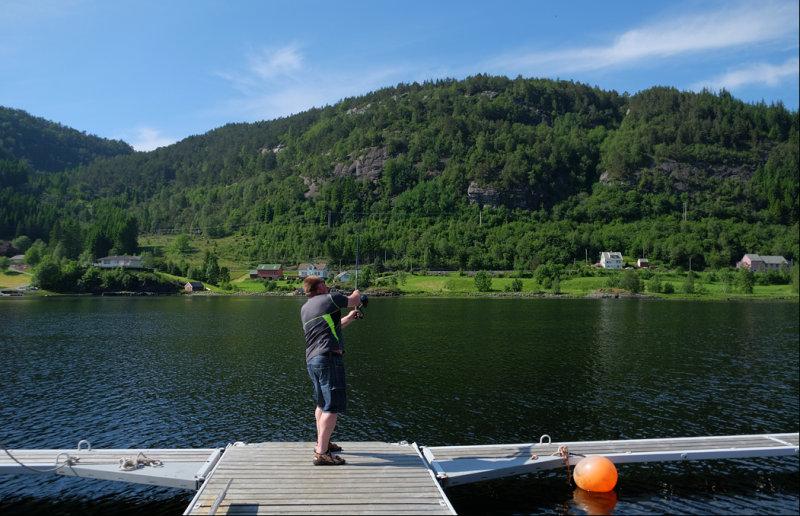 02 Ove fishing in Leirvik......