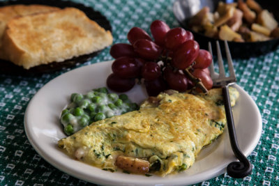 Spinach Omelet with Home Fries and Cheese