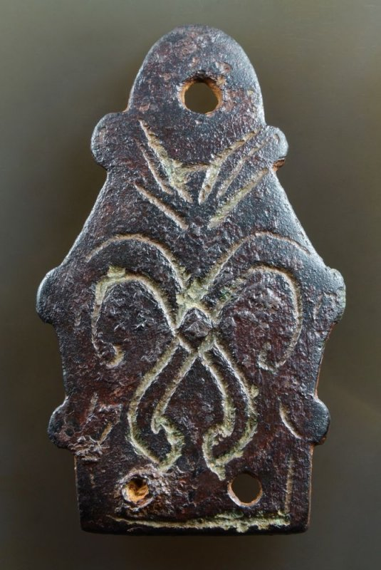 Beautiful example of the Urnes style (11th century). Two ribbon animals on 56 mm stirrup mount. AngloScandinavian, England.