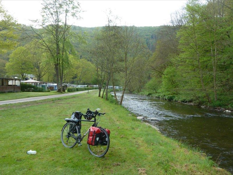Camping de Kautenbach. Superbe endroit. Calme, le long de la rivière Clerve/Klierf.