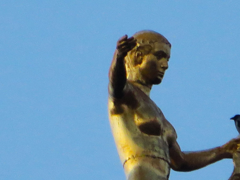 Statue Zoom 3835.jpg