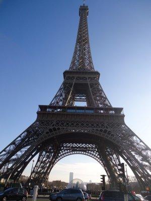 <a target=_blank href=http://en.wikipedia.org/wiki/Eiffel_Tower>La tour Eiffel</a>