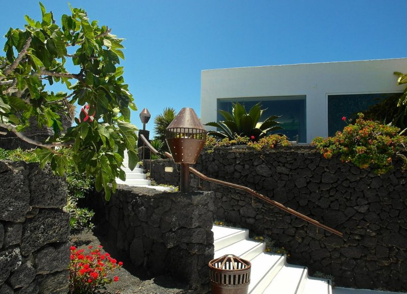 Cesar Manriques volcano house