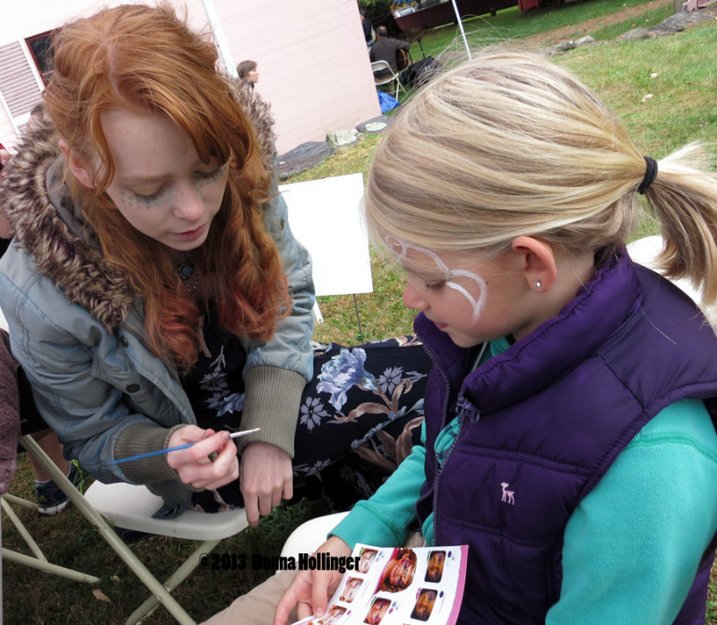 Facepainting at the AppleFest With Charlotte
