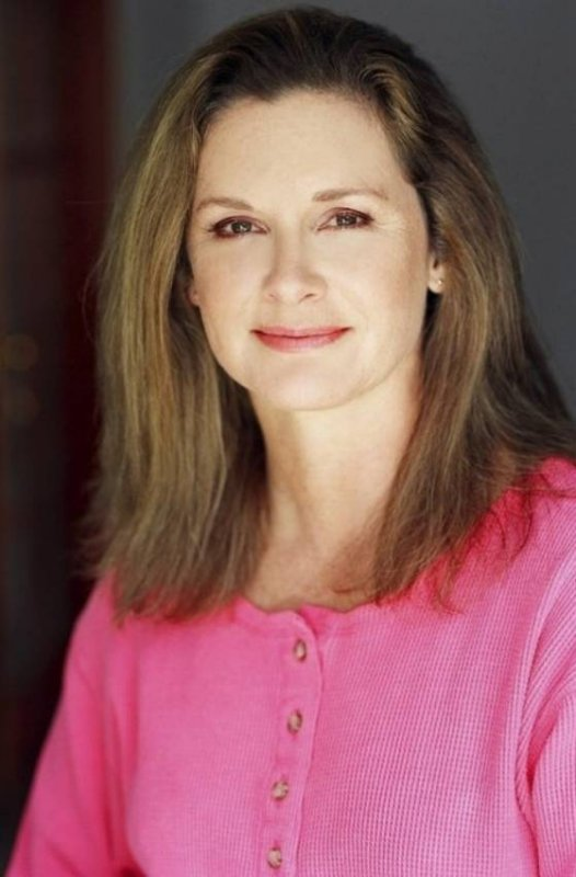 <strong>Stephanie Zimbalist</strong>