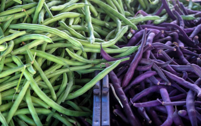 Color clash, Farmer's market, Imperial Beach, California, 2014