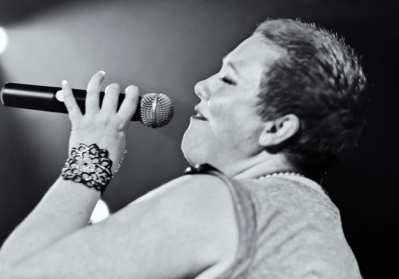 Wendy Taylor takes it to the crowd F Bar Divas